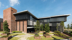 Big Dutchman Agriculture Headquarters & Warehouse / NWKA Architects Sdn Bhd
