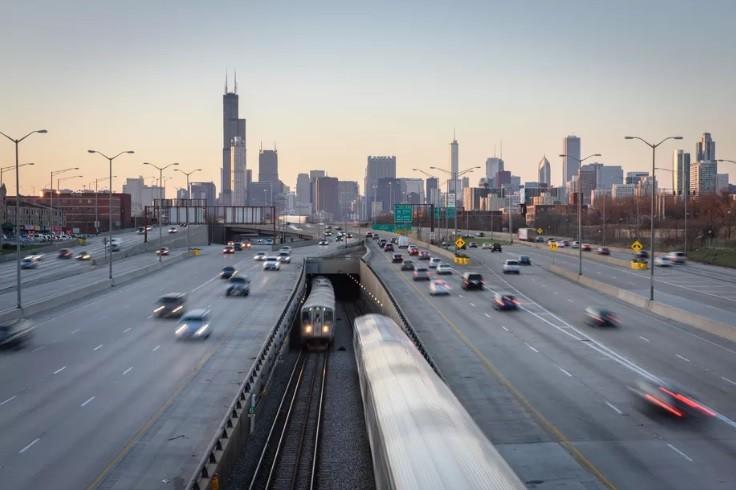 EUA lançam pesquisa sobre veículos autônomos para reduzir acidentes causados por humanos, Chicago, Illinois. Imagem © Kristopher Kettner / Shutterstock
