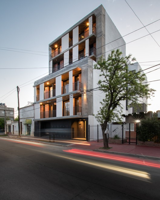 Edifício NANZER / V + Arquitectura, © Gonzalo Viramonte