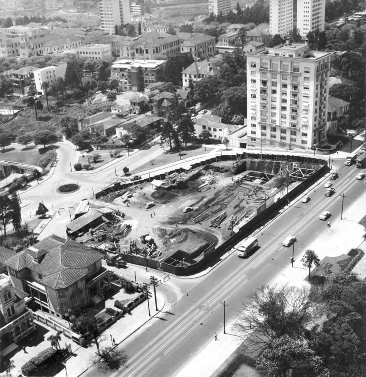 Construção do MASP, década de 1950 - Arquivo do Centro de Pesquisa do MASP