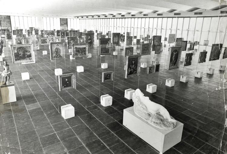 Vista interna da pinacoteca do MASP em 1969 - Arquivo do Centro de Pesquisa do MASP