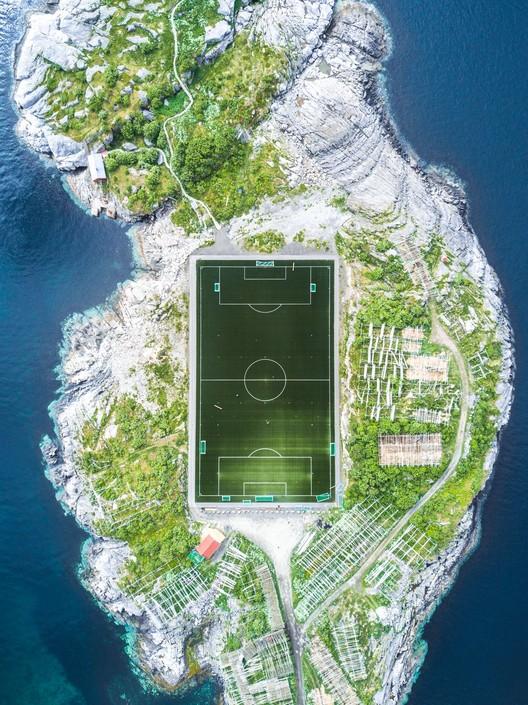 Henningsvær Football Field. Image © Misha De-Stroyev (FR), 2o Classified