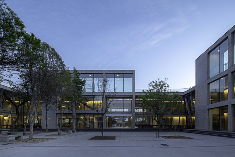 Pedro Aguirre Cerda City Hall / GMM Arquitectos, © Aryeh Kornfeld
