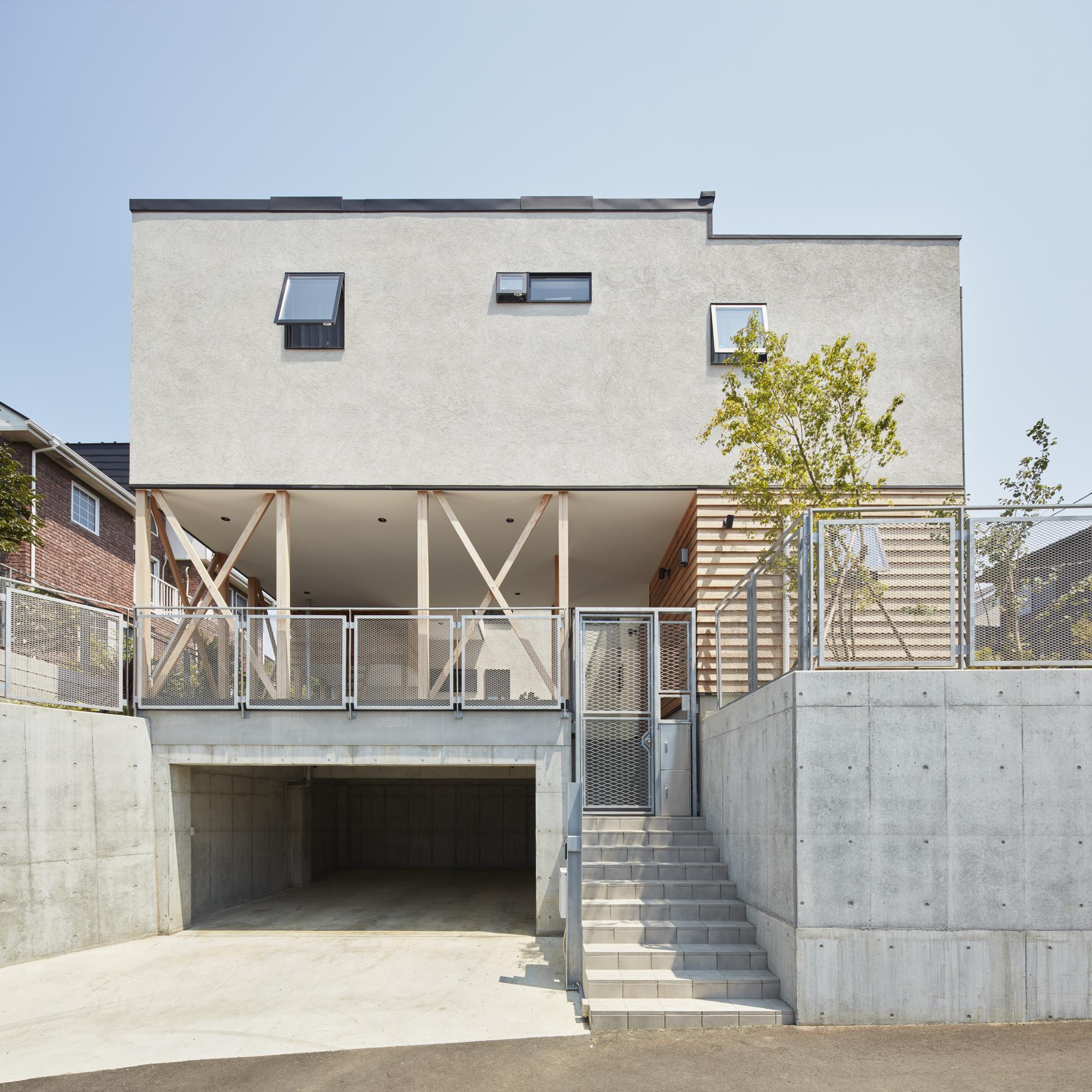 Triple Stilt House / Archidance