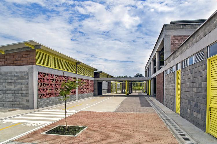 Colegio y Centro de Desarrollo Infantil El Rodeo / Luis Ardila Cancino, Gustavo Alonso Bayona Vera, © Pasajero Producciones