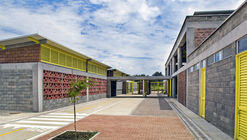 Colegio y Centro de Desarrollo Infantil El Rodeo / Luis Ardila Cancino, Gustavo Alonso Bayona Vera