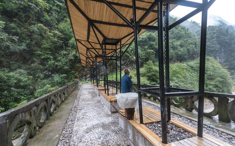 Intervenção na Ponte de Beipo / f.i.t, © Jingwei Zhou