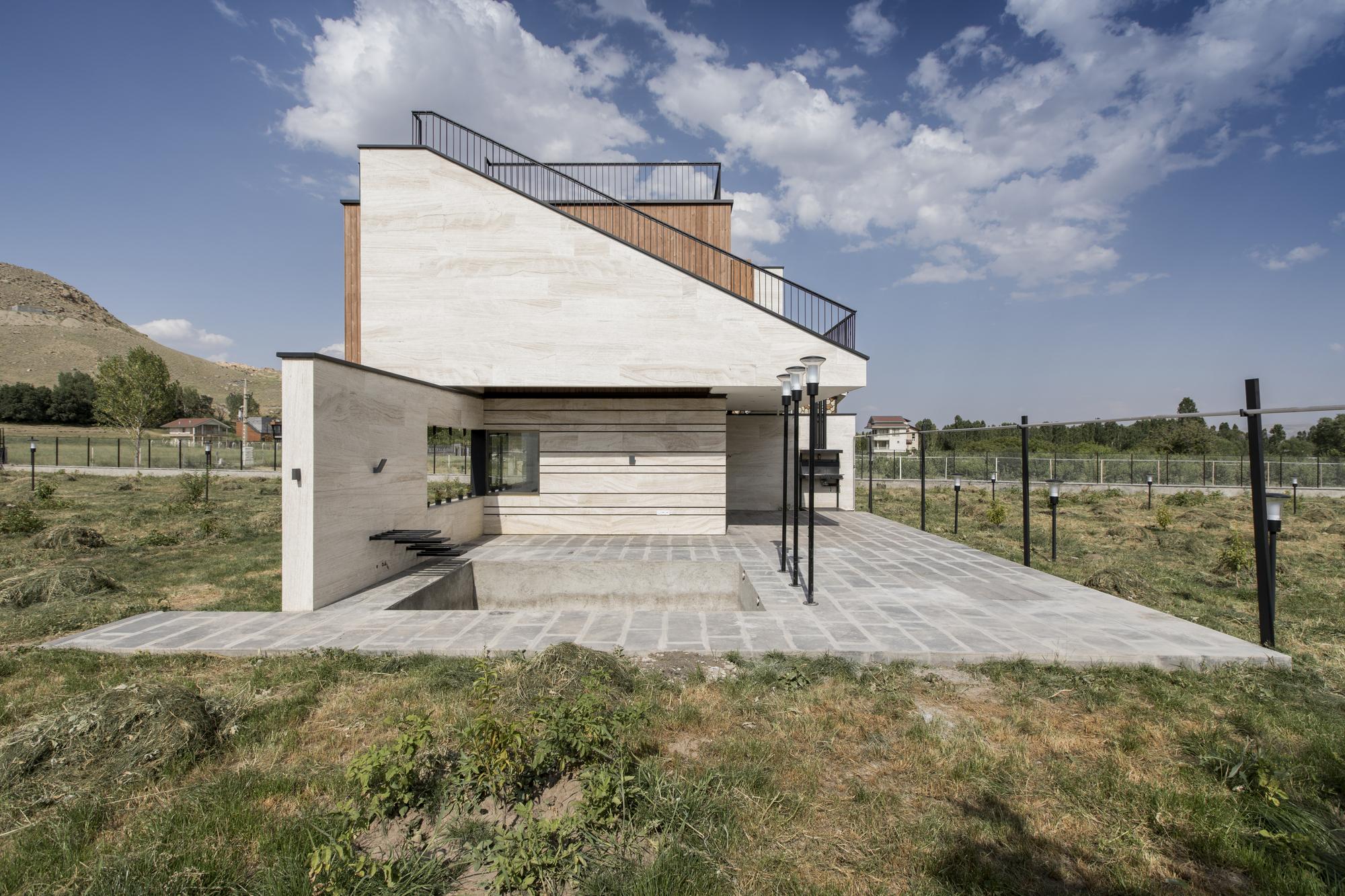 Wooden Cube Villa / White Cube Atelier
