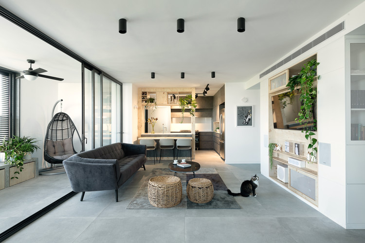Modern Urban Apartment in Tel Aviv / Studio Perri Interior ...