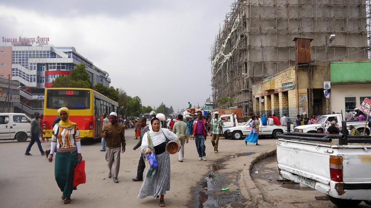 Concurso internacional de estudantes para projetar a Embaixada da República Tcheca na Etiópia, ADDIS ABABA, ETIÓPIA, Novembro de 2013.  rvdw images / Shutterstock.com