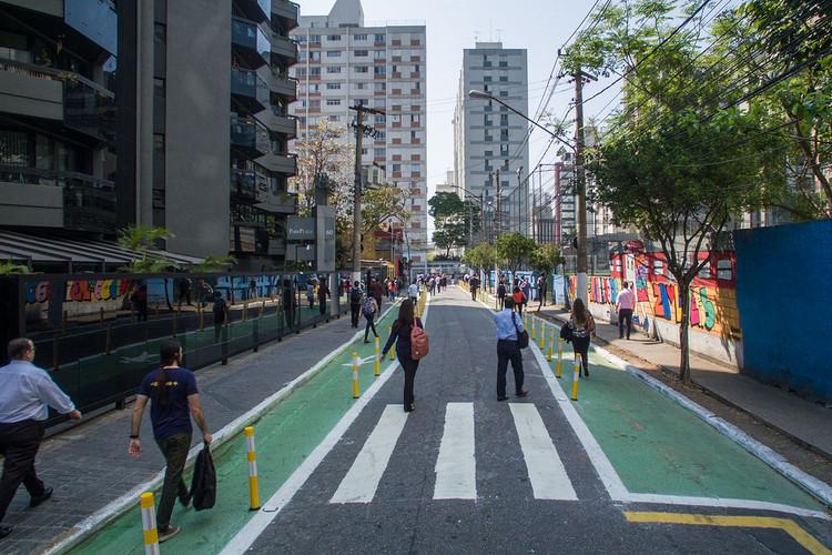 Seminários online gratuitos mostram como implementar ruas completas, Rua Completa Joel Carlos Borges, São Paulo. Foto: Pedro Mascaro/WRI Brasil, via Flickr. Licença CC BY-NC-SA 2.0