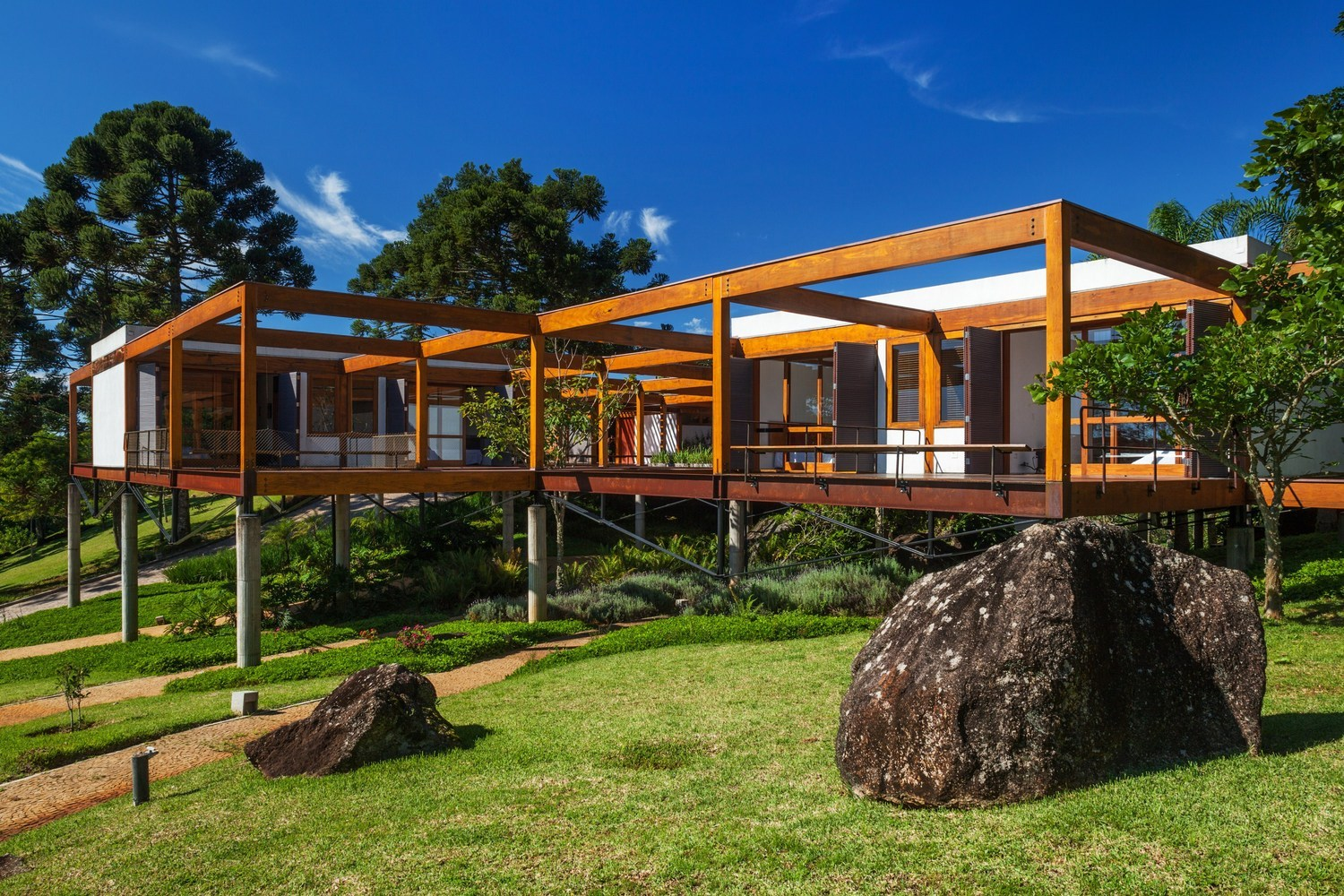 How Inverted King Post Trusses Allow for Large, Elegant Open Spaces