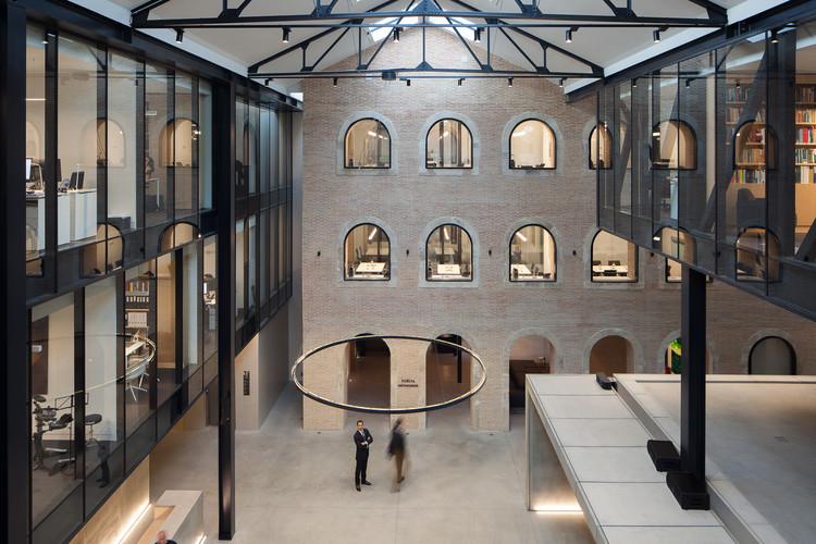 Escritórios Vieira de Almeida & Associados / PMC Arquitectos + OPENBOOK Architecture, © José Campos