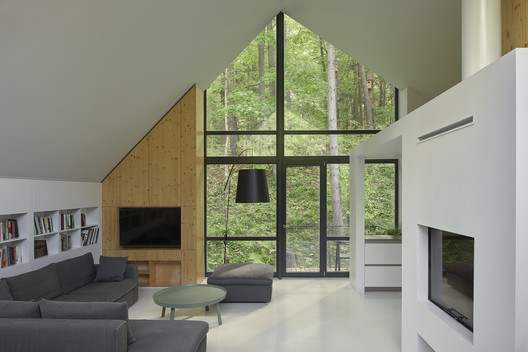 A House in Rasu Namai / Inblum Architects