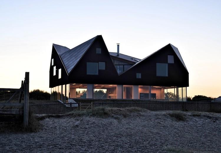 Cynical Optimism Links the Homes of Alain de Botton's Living