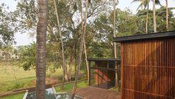 Residência nas Palmeiras / Abraham John Architects