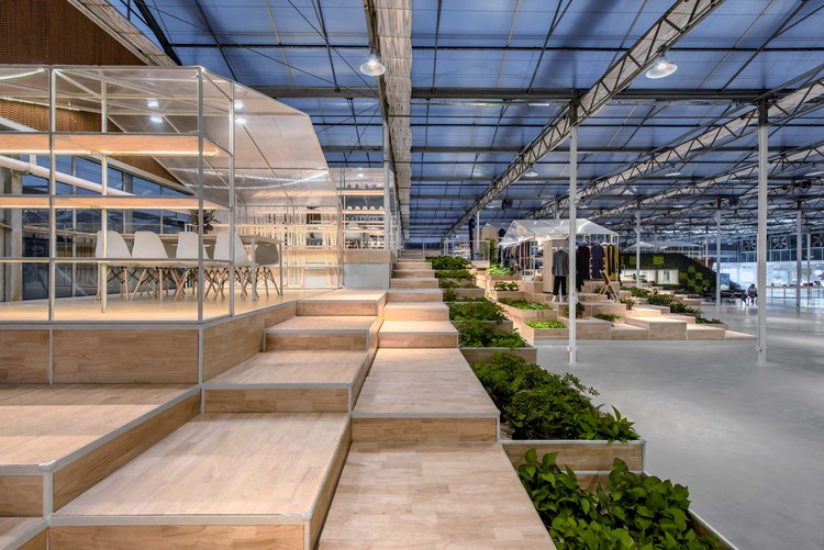 Jiaxing Qixing Joyful Rural Complex Exhibition Center / Antao Group · ZAN, Terrace plants form different spaces. Image © Xiao Wang