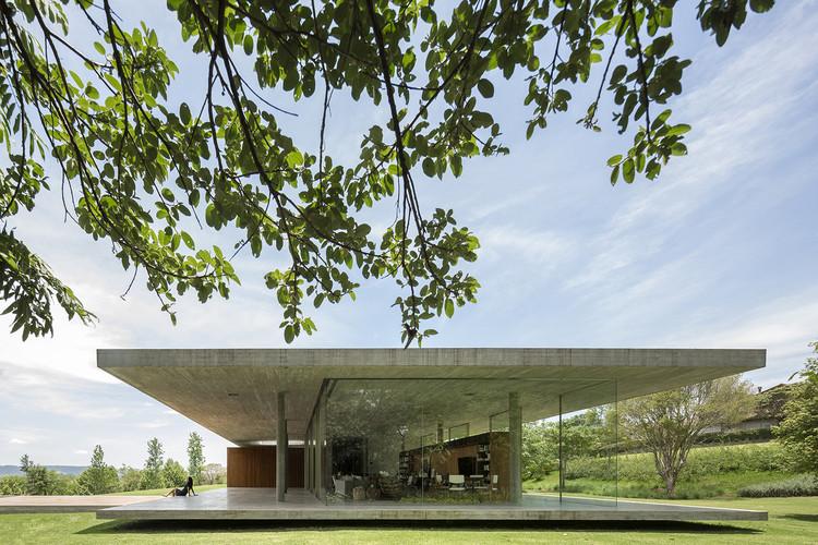 Casas brasileiras: 10 residências de vidro em planta e corte, Casa Redux / Studio MK27 - Marcio Kogan + Samanta Cafardo. © Fernando Guerra | FG+SG
