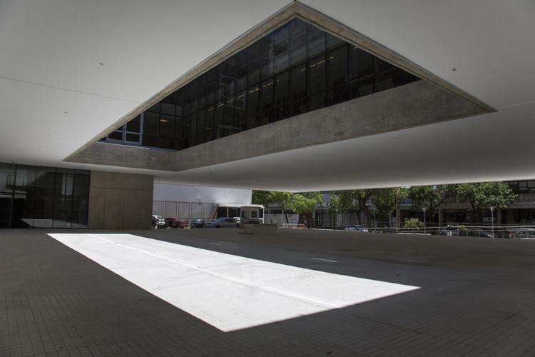 CEMAFE - Centro de Especialidades Médicas Ambulatorias de Santa Fe  / Mario Corea Arquitectura + Unidad de Proyectos Especiales del Gobierno de Santa Fe  , © Giselle Marino