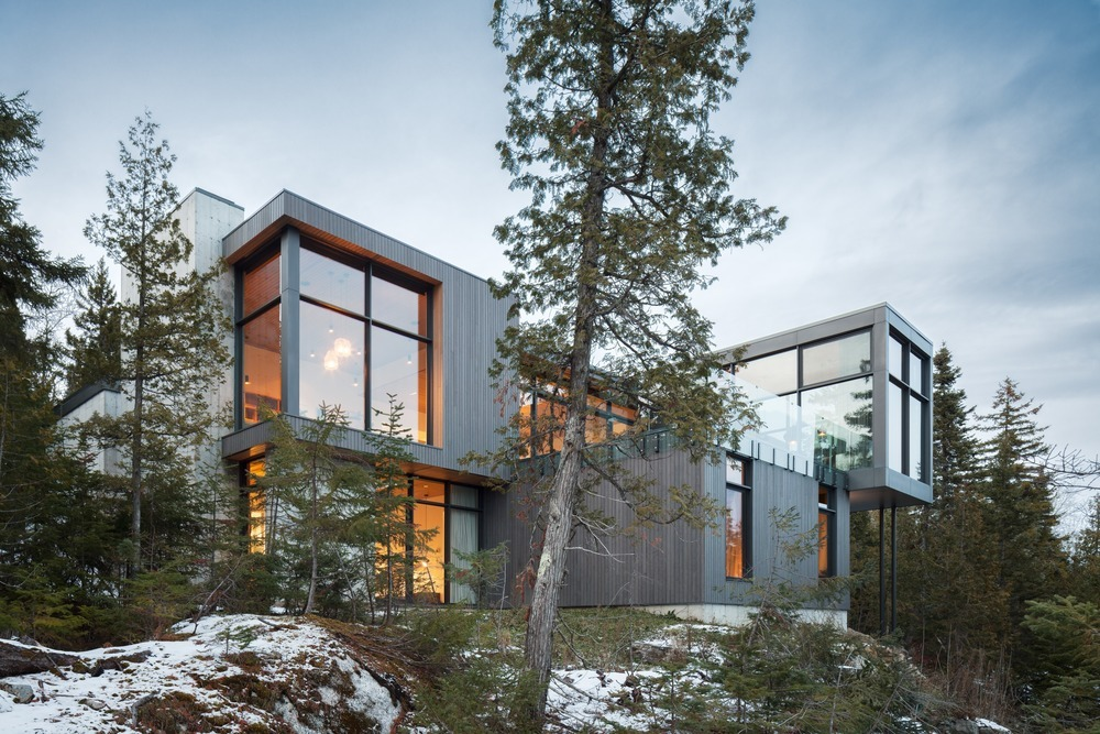 Long Horizontals / Thellend Fortin Architectes