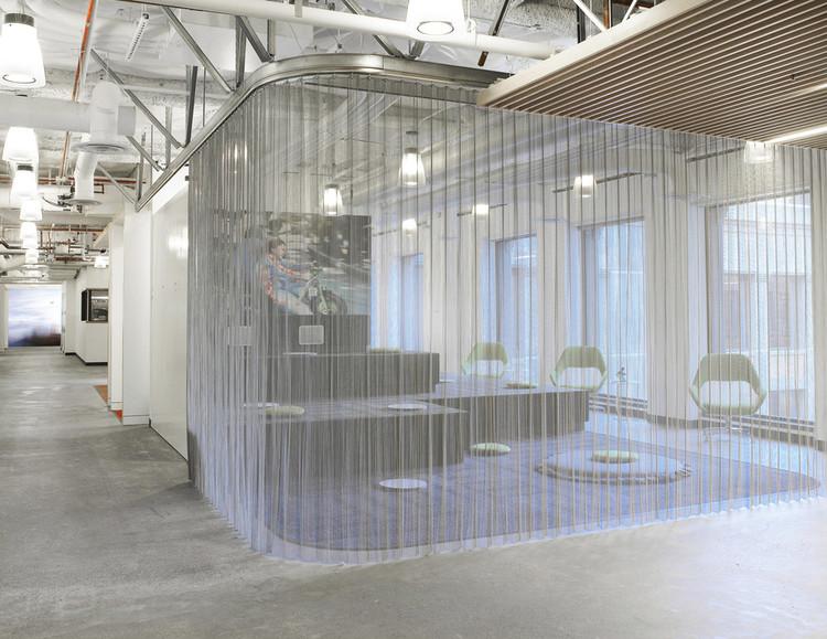 Divisiones móviles para interiores: espacios flexibles y variables con mallas metálicas, Cortesía de Cascade Architectural