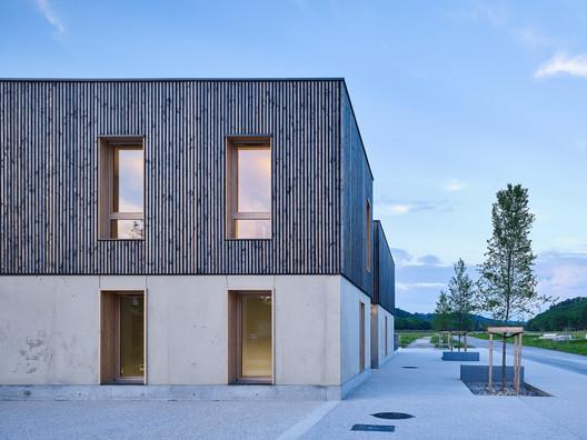 Le Cap Business Incubator / Reach & Scharff Architectes + Hors les Murs Architecture