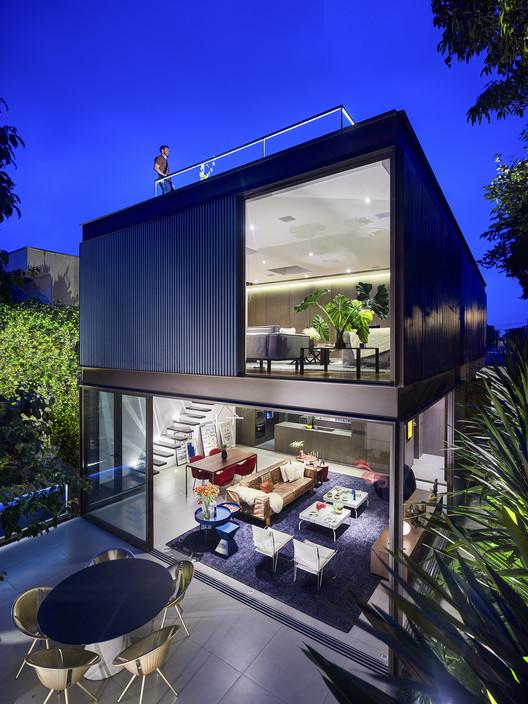 Casa Box / Flavio Castro