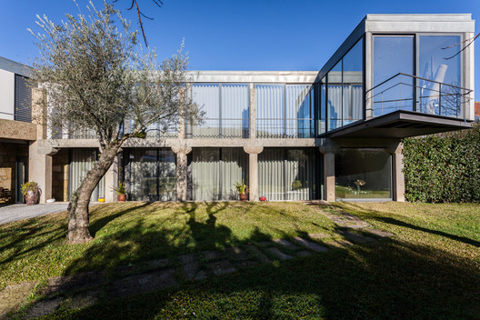 Persimmon Tree House / André Simão arquitectura