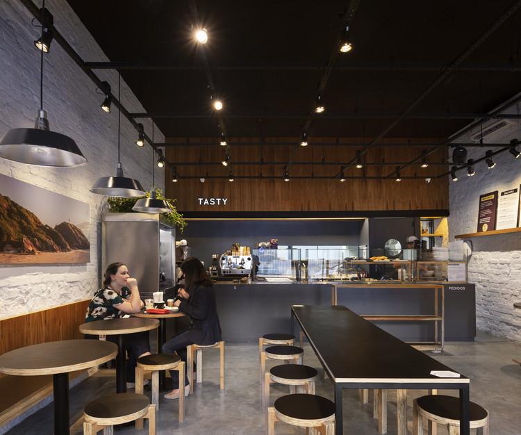 Tasty Salad Shop Comendador / Arquea Arquitetos, © Federico Cairoli