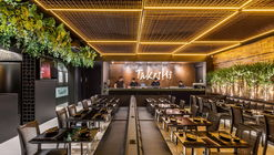 Restaurante de sushi TAKESHI / Studio Bloco Arquitetura