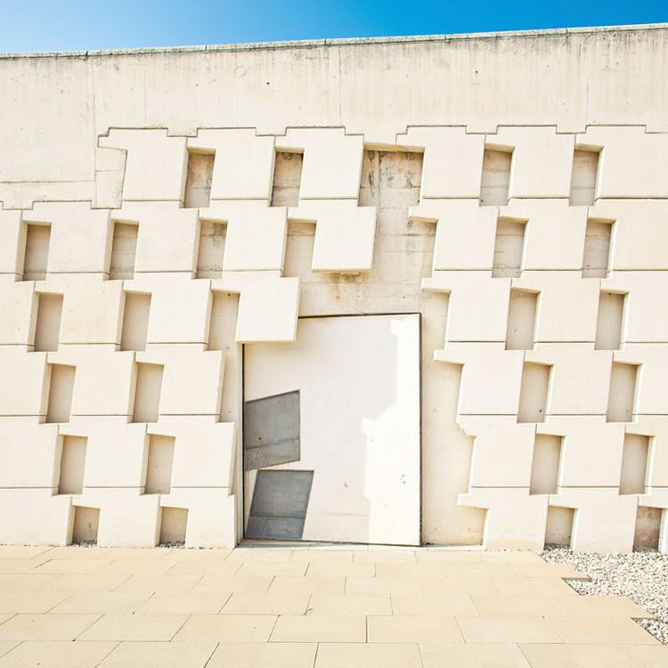 Enric Miralles o cómo acceder a los edificios, Cementerio Igualada / Enric Miralles + Carme Pinós. Image © David Cabrera