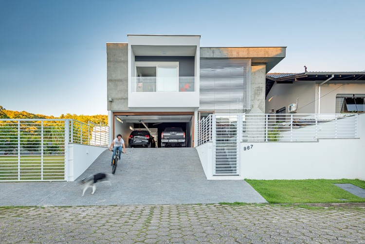 Casa J / PJV Arquitetura, © Alexandre Zelinski