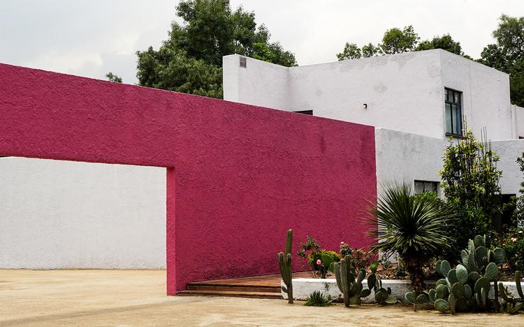 Clásicos de Arquitectura: Los Clubes - Cuadra San Cristóbal y Fuente de los Amantes / Luis Barragán, © Rodrigo Flores