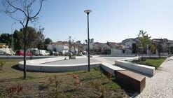 Praça dos Combatentes / Micro Atelier de Arquitectura e Arte