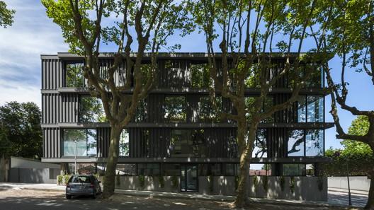 Housing Building in Foz / Luís Peixoto