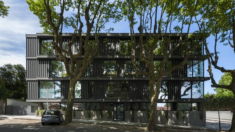 Housing Building in Foz / Luís Peixoto, © Arménio Teixeira