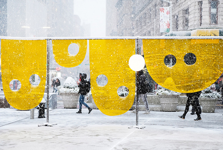 "Studio Cadena Unveils ""Happy"" Installation in New York's Flatiron Plaza, Happy. Image © Benjamin Cadena"