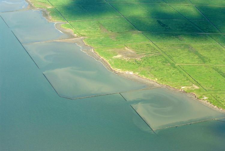 El futuro de los Países Bajos: el método pólder como solución, Hondsbossche Zeewering [Holanda]. Image © Martina Nolte [Wikimedia bajo licencia CC BY-NC 3.0]