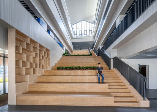 Atrium of teaching building. Image © Yu Zhang