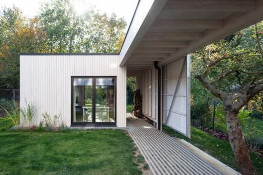 House Over the Backyard / DDAANN