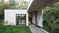 House Over the Backyard / DDAANN