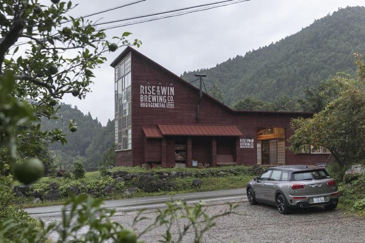 Projeto em vila japonesa define os padrões para uma arquitetura de resíduo zero, © Laurian Ghinitoiu