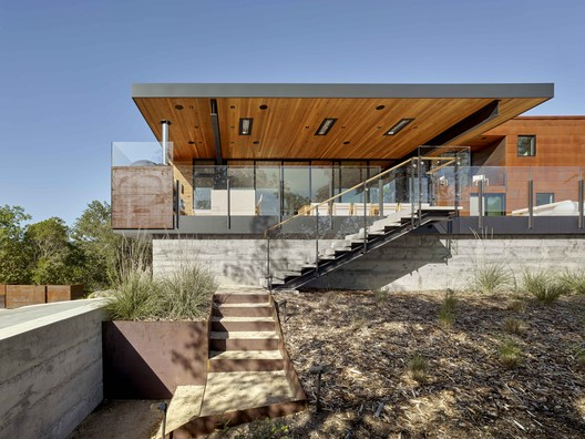 RidgeView House / Zack de Vito Architecture + Construction