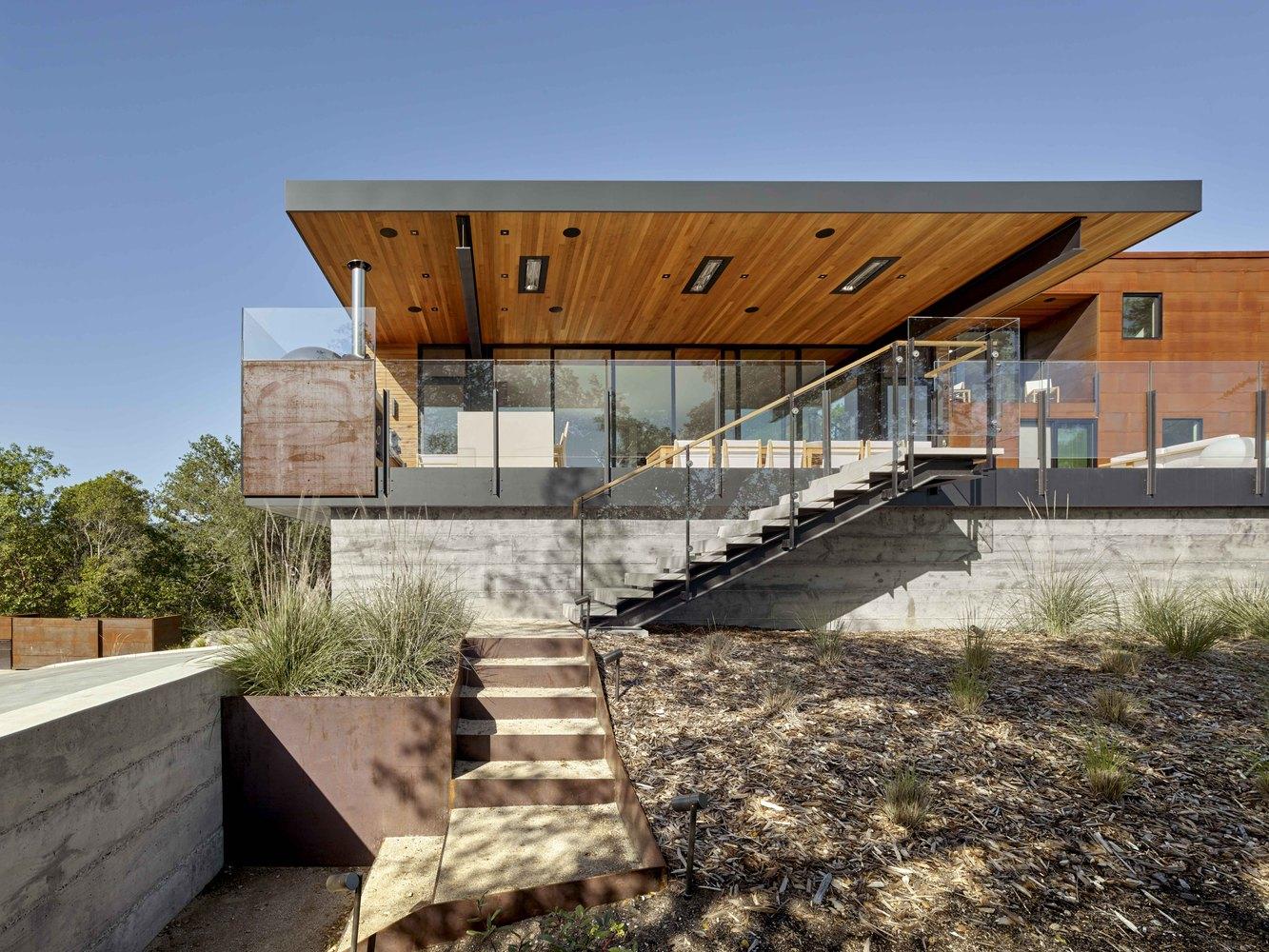 RidgeView House / Zack De Vito Architecture + Construction