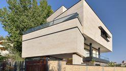 Niloufar Villa / Line Architecture Studio