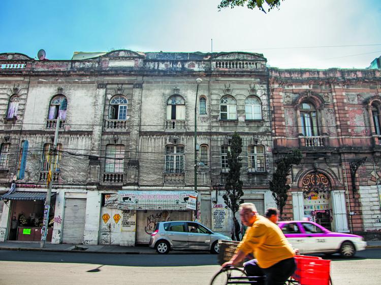 5 edificios en Ciudad de México que deberían rescatarse, Figura 1. Fachadas degradadas en Ciudad de México. Image © Alejandra Carbajal