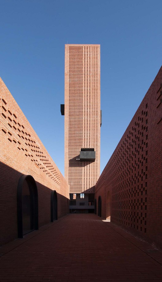 Tower of Bricks / Interval Architects