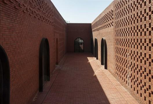 Inner courtyard. Image © Zhi Geng