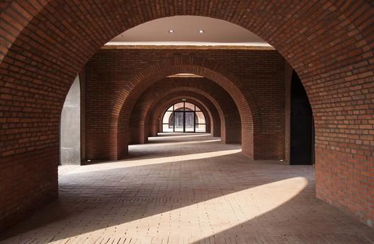Vaulted galleries. Image © Zhi Geng