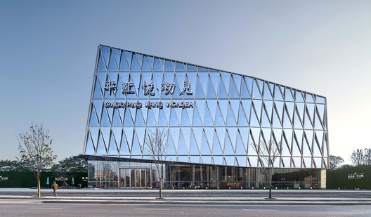 First Sight Bookstore of Pingjiang Wonder / Shanghai Tianhua Architectural Design